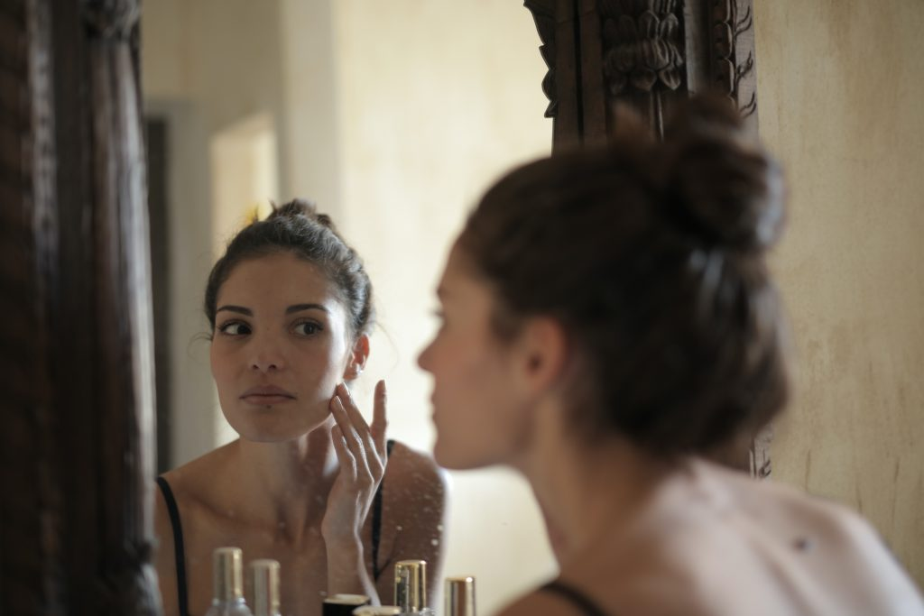 10 Crucial signs you need to visit a dermatologist